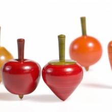 סביבון עץ בצורת פירות